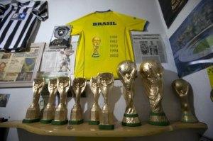تعرف على صانع كأس العالم.. المزيفة 1