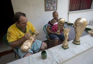 تعرف على صانع كأس العالم.. المزيفة 3