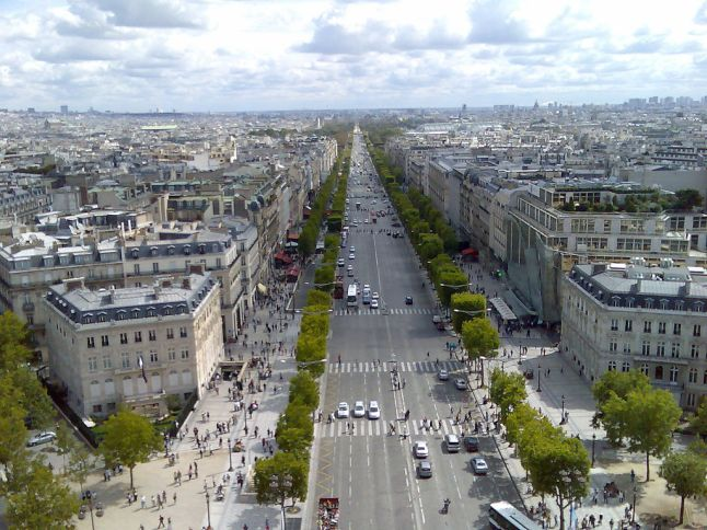 1024px-Champs_Elysees,_Paris