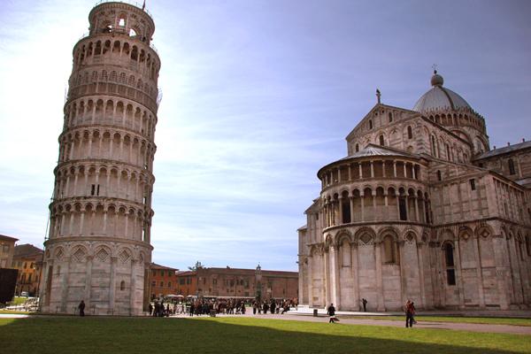 برج بيزا المائل وكاتدرائية الدومو