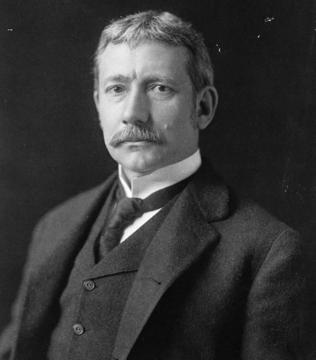 Elihu_Root,_bw_photo_portrait,_1902